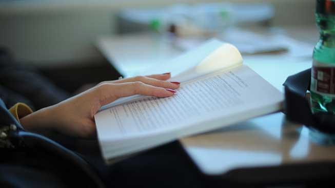Membaca Buku, Melanjutkan Pendidikan Formal, dan Mengikuti Kursus